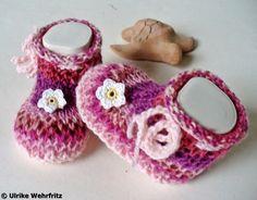 Babyschuhe Handarbeit aus Sockenwolle strickliene von strickliene auf DaWanda.com