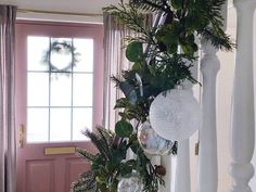Five steps to simple but beautiful contemporary Christmas garlands, pimped with fresh pine, eucalyptus and baubles. Christmas Garlands, Eye, Contemporary, Heart, Simple, Plants, Beautiful, Christmas Wreaths, Christmas Swags
