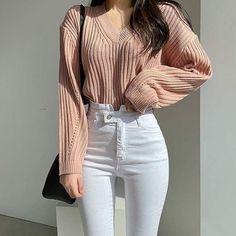 Korean Girl Fashion, Fashion Mode, Ulzzang Fashion, Kpop Fashion Outfits, Girls Fashion Clothes, Mode Outfits, Aesthetic Fashion, Fashion Fall, Fashion Pants