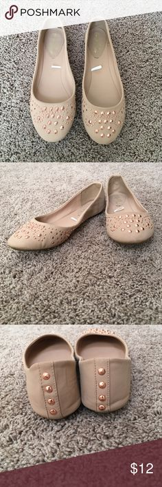 Daytrip flats Cream/beige with rose gold detailing. Size 9 Daytrip Shoes Flats & Loafers
