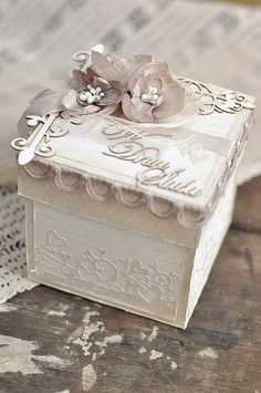 Here is an exploding box I have made using the soft A Day in May papers./EwaPion products:A Day in May - Writings frontA Day in May - Writings back Magic Box, Wedding Boxes, Wedding Cards, Boite Explosive, Exploding Gift Box, Organizer Box, Pop Up Box Cards, Altered Boxes, Pretty Box