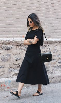 Black Summer The Fashion Medley - Super Afim - Look Minimalista!The Fashion Medley - Super Afim - Look Minimalista! Fashion Gone Rouge, Fashion Mode, Look Fashion, Trendy Fashion, Fashion Trends, Classic Fashion, Cheap Fashion, Spring Fashion, Milan Fashion
