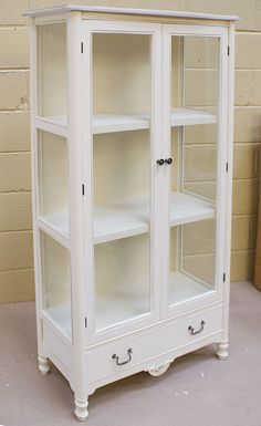 York Shabby Chic 2 door Glazed Cabinet