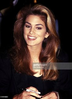 Photo d'actualité : Model Cindy Crawford promotes her 1992 swimsuit...