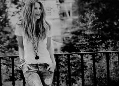 Elle MacPherson, jeans and T-shirt, hair, make-up