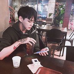 Find images and videos about boy, aesthetic and korean on We Heart It - the app to get lost in what you love. Korean Boys Ulzzang, Cute Korean Boys, Ulzzang Boy, Asian Boys, Asian Men, Cute Boys, Korean Men, Pelo Ulzzang, Male Face Shapes