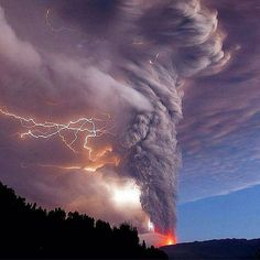 Stunning Electrical Storm & Volcano Eruption that Occurred in Chile