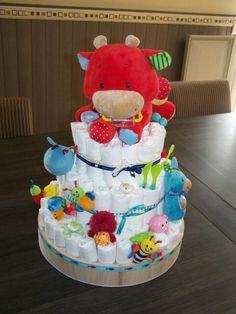 gâteau de couches, cadeau original naissance Plus