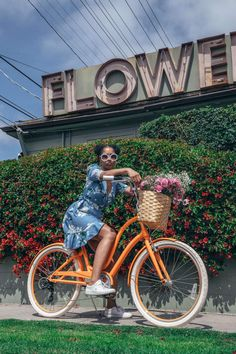 We reached out to LA lady, Vic Styles, to show us around her favorite neighborhood, Los Feliz. Check out her recommendations on best places to visit when you're visiting. Black Girl Photo, Cute Date Ideas, Bike Photoshoot, Good Poses, Cycle Chic, Best Friend Pictures, Bike Accessories, Cow Print, Bike Life