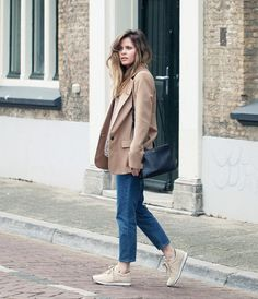 Christine+R.+has+created+a+stylish+and+alternative+look+here,+pairing+cropped+mom+jeans+with+beige+sneakers+and+a+matching+androgynous+style+blazer.+This+look+is+attractive+and+simple,+and+easily+achieved+for+a+spring+look!+Blazer:+Zara,+Top:+Ganni,+Jeans:+COS,+Bag:+Celine,+Sneakers:+Meyba.