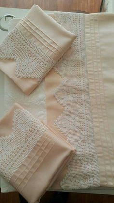 This Pin was discovered by Gül Crochet Edging Patterns, Crochet Borders, Filet Crochet, Crochet Doilies, Knit Crochet, Designer Bed Sheets, Turkish Design, Heirloom Sewing, Lace Making