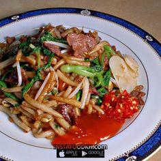 khmer food Thai Chicken Noodles, Japchae, Cambodia, Diet, Meals, Ethnic Recipes, Food, Meal, Essen