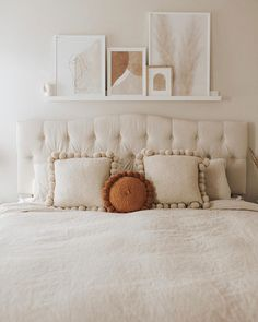 PAMPA Round Monte Pom Pom Mini in burnt for a hint of colour, styled with our Square Monte Pom Pom Cushions in natural white. Small Room Bedroom, Home Bedroom, Bedroom Decor, Bedrooms, Scandinavian Home, New Room, Decoration, Entryway Decor, Interior Inspiration