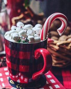 Shared by Ginnie. Find images and videos about winter, christmas and cozy on We Heart It - the app to get lost in what you love. Christmas Hot Chocolate, Christmas Coffee, Noel Christmas, Christmas Treats, Winter Christmas, Christmas Lights, Christmas Decorations, Cute Christmas Wallpaper, Christmas Feeling