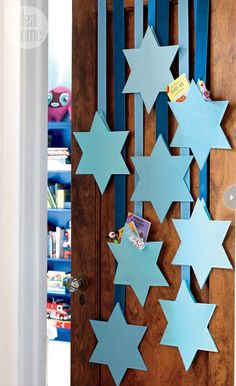 Decorating-hanukkah-door.jpg ~~> hmm is that gifts in the pocket SoD's, would add the numbers though and some glitter