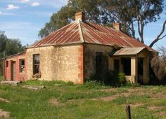 Bacchus Marsh One of several derelict properties around Bacchus Marsh Old Abandoned Houses, Abandoned Mansions, Abandoned Places, Colonial Cottage, Old Cottage, Old Stone Houses, Old Farm Houses, Queenslander House, Farm Shed