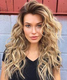 shared a photo from Flipboard Good Hair Day, Great Hair, Blonde Curly Hair, Blonde Lob, Medium Layered Hair, Wild Hair, Beautiful Long Hair, Beautiful Women, Pretty Hairstyles