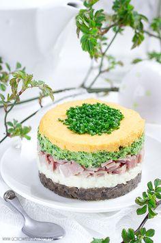 Klasycznie, w każde święta na naszym stole gości sałatka jarzynowa. Uwielbiam ją (tym bardziej, że nieskromnie uważam, że robię najlepszą sałatkę jarzynową ;) Easter Recipes, Fruit Recipes, Salad Recipes, Cake Sandwich, Cute Food, Good Food, Salad Cake, Vegetarian Recipes, Cooking Recipes