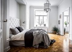 A beautiful grey and white bedroom by @stylingbolaget Photography: @henrikhero