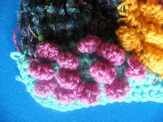 détail sweater COCOONING by lescreasdenine, via Flickr