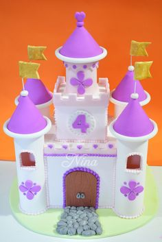 Nina Dulce Arte: Castillo en pastillaje (para tortas infantiles) Minnie, Mickey Mouse, Holidays And Events, Birthdays, Baby Shower, Christmas Ornaments, Holiday Decor, Disney, Miniature