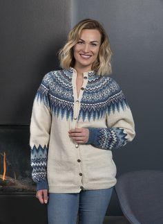 Sonja kofte - Viking of Norway Knitting Patterns Free, Knit Patterns, Free Knitting, Clothing Patterns, Knitted Poncho, Knit Cardigan, Etnic Pattern, Crochet Wool, Moss Stitch