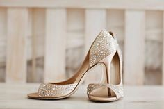 The perfect bridal shoes | #LoveGlitter | #BridalShoes Courtney Bowlden Photography