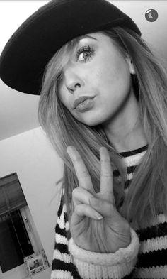 Zoella on snapchat. Tumblr@zoesuggdaily.