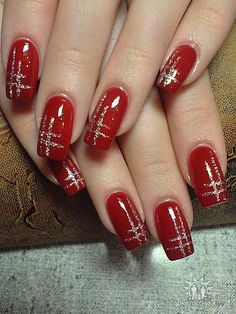 Red nails with metallic silver design - . - Red nails with a metallic silver design Informations About Rote Nägel mit metallisch silbernem Desi - Xmas Nails, Holiday Nails, Fun Nails, Red Christmas Nails, Chic Nails, Classy Nails, Prom Nails, Red And Gold Nails, Gold Nail Art