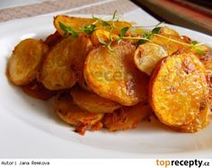 Křupavé brambory s tymiánem Czech Recipes, Ethnic Recipes, Sweet And Salty, Tandoori Chicken, Gnocchi, Side Dishes, Food And Drink, Veggies, Potatoes