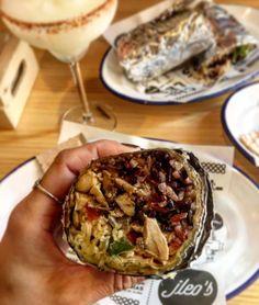 Si queréis ir en plan informal y a la vez en plan sano donde la materia prima es 100% ecológica no dejéis de ir a @jleosmexditerraneo en el barrio de Chamberí. Podreis degustar ensaladas tacos burritos quesadillas acompañados de una rica . Muy recomendable para pasar un buen rato entre amigos/as!  Y cata de nuestra #Eatgirl  @nu__cool . . . . . . . . #Madrid #Taco #Burrito #Food #Foodie #foodporn #foodstagram