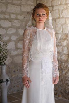 Les robes de mariée de Salomé Gautard - Collection 2016 | Modèle: Capuchon Nafel sur Robe Alice | Crédit: Salomé Gautard | Donne-moi ta main - Blog mariage