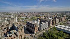 Serán los futuros habitantes de un complejo de 2485 viviendas que construye la Nación detrás de la cancha de Huracán; en el barrio creen que crecerán el comercio y el movimiento en la zona.  #BibliotecaCPAU #DSI #Urbanismo #Hábitat #LaNacion