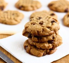 3 - Ingredient Peanut Butter Cookies Ingredients: 1 cup peanut butter cup lightly-packed brown sugar 1 egg optional: chocolate chips, peanut butter chips, chopped nuts, etc. Cookies Sans Gluten, Gluten Free Peanut Butter Cookies, Butter Chocolate Chip Cookies, Chocolate Chips, Nutter Butter, Low Fat Vegetarian Recipes, Healthy Vegan Desserts, Three Ingredient Cookies, Cookie Recipes