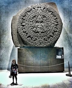 Calendario azteca en el Museo nacional de antropología, México.