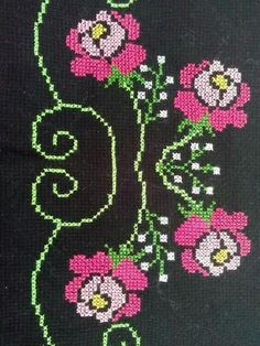 This Pin was discovered by HUZ Cross Stitch Designs, Cross Stitch Patterns, Cross Stitch Flowers, Cross Stitch Embroidery, Bookmarks, Diy And Crafts, Kids Rugs, Quilts, Crossstitch