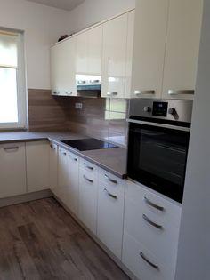 Magasfényű fehér konyhabútor Kitchen Interior, Kitchen Design, Kitchens, Kitchen Cabinets, House Design, Decoration, Home Decor, Cooking, Decor