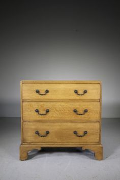 English Georgian Antique Oak Chest of Drawers - Decorative Collective Antiques Online, Selling Antiques, House Numbers, Antique Shops, Chest Of Drawers, Georgian, Textile Design, Simple Designs, English