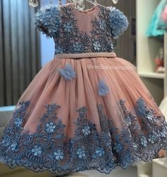 Blush Flower Girl Dresses, Baby Girl Dresses, Little Girls Fancy Dresses, Party Fashion, Kids Fashion, Baby Girl Birthday Outfit, Dress Anak, Baby Dress Design, Party Frocks