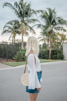 How to make a straw crossbody bag for under $10. Barefoot Blonde.