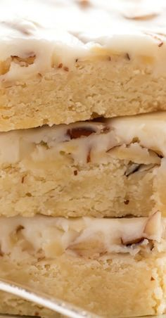 Almond Shortbread Bars ~ an easy shortbread dessert recipe infused with a homemade almond paste, and topped with a to-die-for sweet almond glaze! Mini Desserts, Cookie Desserts, Just Desserts, Shortbread Bars, Shortbread Recipes, Brownie Recipes, Cookie Recipes, Dessert Recipes, Almond Recipes