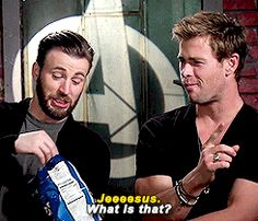hva faen — Chris Evans & Chris Hemsworth Eat Doritos
