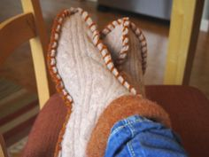 Make this Homemade Holiday Gift: Slippers Made from Thrifted Sweaters – Judy in Texas – Thrift Store Crafts Cute Slippers, Kids Slippers, Flip Flop Slippers, Felted Slippers, Recycled Sweaters, Wool Sweaters, Wooly Bully, Sewing Patterns, Crochet Patterns
