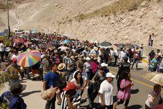 Turistas en el cristo de las Noas.