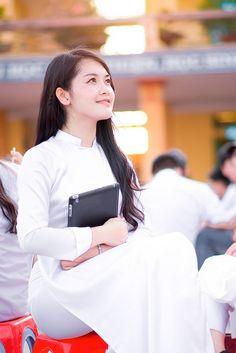 [Ảnh Đẹp 24h, Anhdep24.net] - Ảnh Girl Xinh Đẹp Dịu Dàng Trong Chiếc Áo Dài Truyền Thống - Chiếc áo dài truyền thống là một nét đẹp văn hóa của Việt Nam. Thật quyến rũ và mê mẫn khi xem ảnh girl xinh khoác lên mình tà áo dài tung bay. Khi mặc chiếc áo dài, vẻ đẹp của người con gái Việt Nam với sự dịu dàng, duyên dáng và thanh cao được thể ...