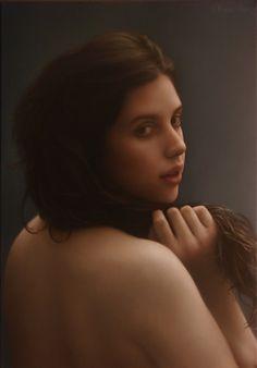 Alejandro Rosemberg |   Lilen |   Oil on canvas  13.8 x 19.7 inches    http://www.artrenewal.org/pages/viewartwork.php?filename=/artwork/2011-2012%20Salon/176_185_Rosemberg_Figurative_Lilen_primary_image-huge.jpg