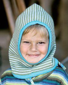 Elefanthuen er uundværlig i en kold tid. Den holder både ører og hals varm, og er den som her strikket i det blødeste merinogarn, vil den heller ikke kradse. Crochet Baby, Knit Crochet, Knitting For Kids, Knitting Ideas, Balaclava, Chrochet, Mittens, Winter Hats, Beanie