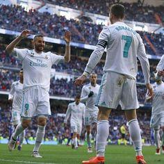 Ronaldo pudo convertir su Hat-trick N50 pero decidió cederle el tiro penal a Benzema en un gesto de gratitud por el pase del primer gol y para que le sirva como motivación al francés para que siga marcando. Cuando esto lo hace #messi es el más grande de todos los tiempos pero como en este caso lo hizo el portugués a la prensa no le interesa.