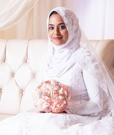 We're loving everything about this bride mashAllah. Perfect makeup and hijab style. Photo by Bridal Hijab, Wedding Hijab, Muslim Wedding Dresses, Muslim Brides, Wedding Stuff, Wedding Photos, Instagram Wedding, Asian Kids, Perfect Makeup