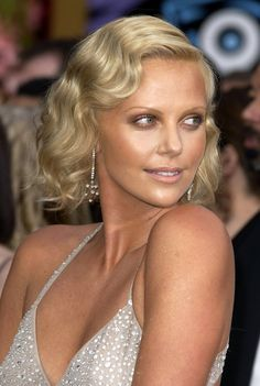 Pin for Later: Charlize Theron Can Pretty Much Pull Off Any Hairstyle 2004 Charlize opted for vintage glamour with chic finger waves and delicate makeup at the 2004 Academy Awards.